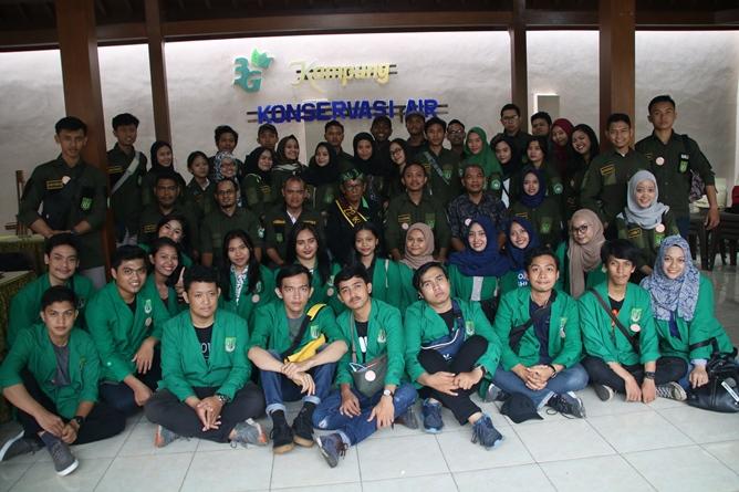 Foto Bersama Dosen, mahasiswa, dan pejabat daerah malang