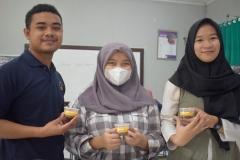Mahasiswa yang turut serta dalam penelitian dan pengolahan buah Alkesah