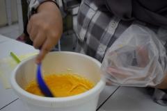 Proses pembuatan dessert dari buah Alkesah oleh mahasiswa pertanian
