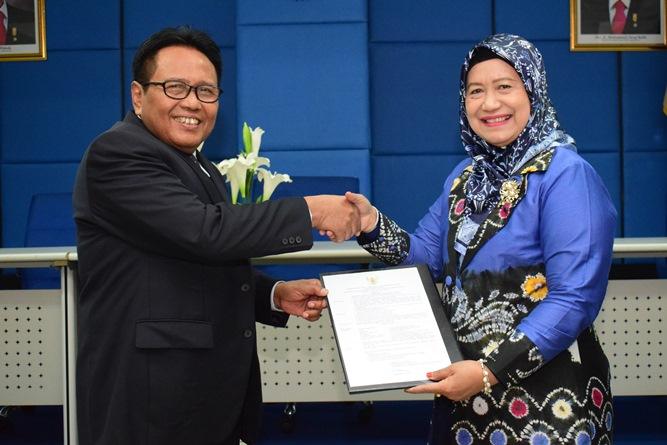 Foto Bersama Prof. Dr. Drs. Eko Sugiyanto, M.Si beserta Koordinator Kopertis Wilayah III, Dr. Ir. Illah Sailah