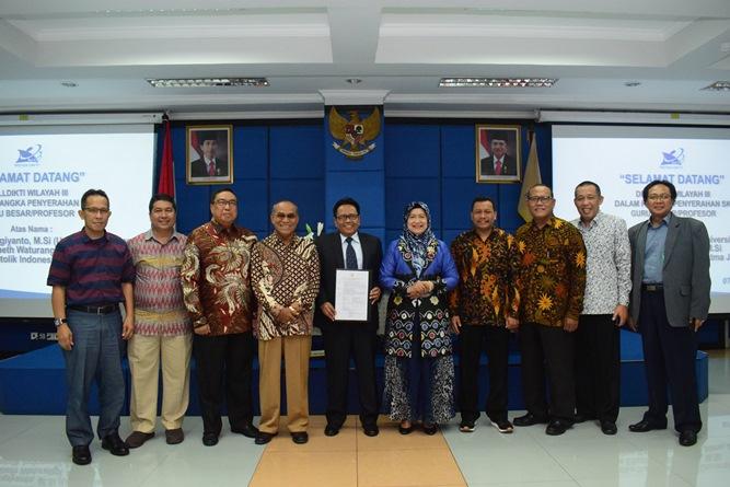 Foto bersama segenap pimpinan Universitas Nasional dan Pimpinan Kopertis Wilayah III