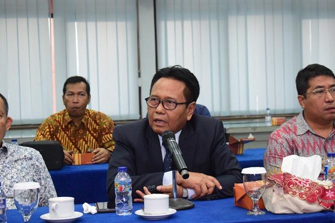 Wakil Rektor Bidang Administrasi, Keuangan, dan SDM Prof. Dr. Drs. Eko Sugiyanto, M.Si. memberikan sambutan