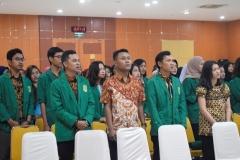 Para peserta PLBA sedang menyanyikan lagu Indonesia Raya