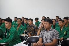 para peserta PLBA sedang mendengarkan materi dari instruktur (2)