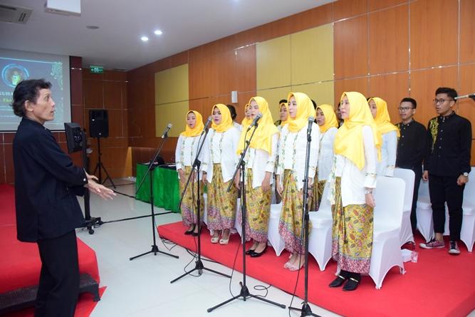 Paduan Suara pada acara pengukuhan Prof. Dr. Drs. Eko Sugiyanto, M.Si sebagi guru besar