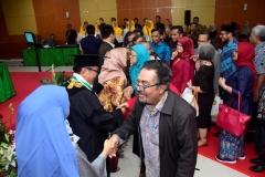 Pemberian selamat kepada Prof. Dr. Eko Sugiyanto, M.Si. sebagai guru besar