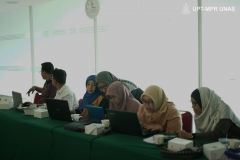 """Para Dosen FTKI pada saat kegiatan Seminar dan Workshop """"Penulisan Artikel Ilmiah Menggunakan LATEX"""" di Ruang Seminar selasar lantai 3 Universitas Nasional, Rabu (29/1)"""