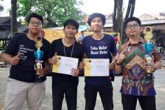 pemenang lomba debat fakultas hukum dalam perayaan dies natalis