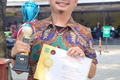 salah satu pemenang kompetisi debat Fakultas Hukum