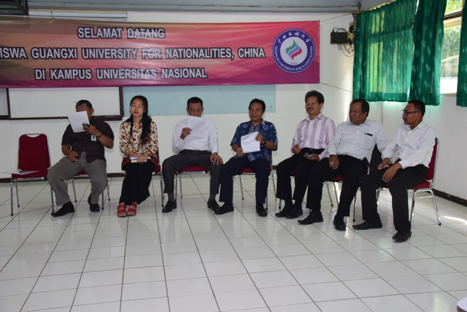 Para tamu undangan dalam acara penyambutan mahasiswa dari Guangxi