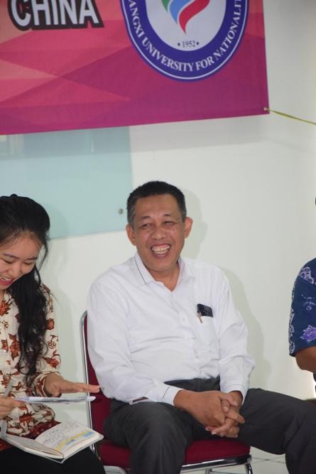 Warek Kemahasiswaan Dr. Zainul Djumadin dalam acara penyambutan mahasiswa Guangxi