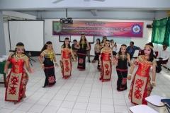 pembukaan acara penyambutan mahasiswa China dengan tarian Gawai padi