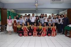 sesi foto bersama di akhir acara. penari dan mahasiswa dari Guangxi