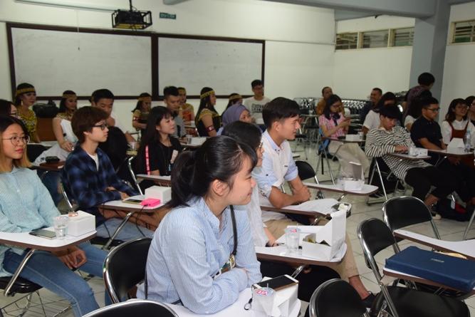 para mahasiswa dari Guangxi dalam acara penyambutan