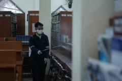 Penyemprotan disinfektan juga dilakukan oleh petugas di area perpus pusat UNAS