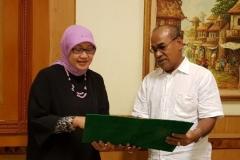 Penyerahan SK BAN PT Universitas Nasional Akreditasi A kepada Rektor UNAS