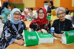 (Kiri-kanan) Dekan Fakultas Imu Kesehatan Dr. Retno Widowati, M.Si., Dosen FISIP Dr. Erna Ermawati Chotim, M.Si, Kepala Pusat Pengkajian Politik dan Pengembangan MasyarakatDr. Diana Fawzia, M.A.