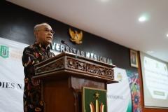 Rektor Universitas Nasional Dr.Drs. El Amry Bermawi Putera, M.A saat memberikan sambutan pada acara dies natalis Unas ke 70 di auditorium blok 1 lantai 4 Unas, Selasa (15/10)