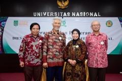 (Kiri-kanan) Direktur Kantor Kerjasama Internasional J. Sugarjito, Ph.D, Guru Besar Prof. Dr. Endang Sukara, APU, akil Rektor Bidang Penelitian dan Pengabdian pada MasyarakatProf. Dr. Ernawati Sinaga, M.S., Apt.