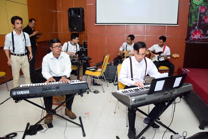 pengiring-lagu-dalam-perayaan-ibadah-natal-PO-Unas