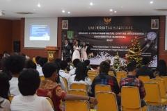 mahasiswa unas sedang bernyanyi dalam perayaan natal