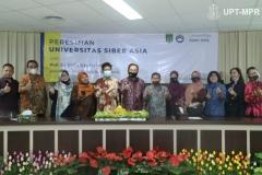 Foto bersama pimpinan Unsia dan pimpinan program studi dalam acara Peresmian Universitas Siber Asia oleh Wakil Presiden Republik Indonesia (RI), Prof. Dr. (HC) KH Ma'ruf Amin pada Selasa, 22 September 2020