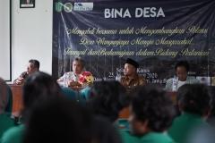 Para mahaiswa Fakultas Pertanian UNAS sedang mengikuti seminar di Balai Desa Wangunjaya