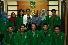 Foto Bersama Mahasiswa dan Rektor