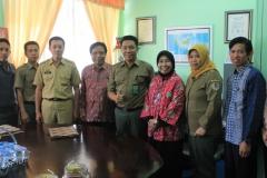 foto bersama UNAS dan penyelenggara acara