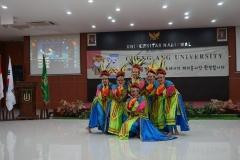 penampilan tari tradisional oleh mahasiswa ABANAS (2)