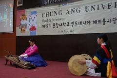 penampilan samulnori dari mahasiswa Chung Ang University