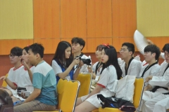 mahasiswa chung ang sedang menonton aksi mahasiswa unas