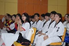 mahasiswa chung ang sedang mengikuti festival budaya