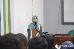 Dr. Fauziah, S.Kom., MMSI. (kerudung biru) saat memberikan materi PLBA di depan peserta di ruang teater blok 3 lantai 4  pada kamis (5/3)