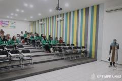 Instruktur memberikan penjelasan tentang sistem pendidikan di Unas kepada peserta pengenalan lingkungan dan budaya akademik di ruang teater blok 3 lantai 4  pada kamis (5/3)