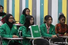 IPara peserta PLBA secara seksama mengikuti kegiatan pengenalan kampus