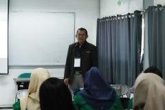 Dr. Suryono Efendi, SE.,MM. sedang memberikan materi kepada peserta di kegiatan PLBA UNAS, di Jakarta, (21/3)