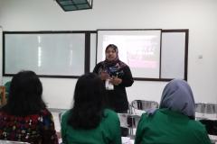 Manager UPT Marketing & Public Relations/ Dosen FISIP Universitas Nasional Dian Metha Ariyanti, S.Sos., M.Si. saat memberikan materi dalam kegiatan PLBA UNAS, di Jakarta (21/3)
