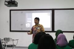 Pemaparan materi oleh Kepala Laboratorium Teknik Fisika Dr. V. Vekky R. Repi, S.T., M.T. didepan para peserta pada kegiatan PLBA UNAS, di Jakarta, (21/3)