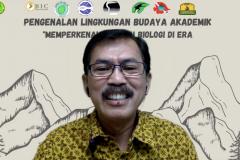 Perwakilan Ikatan Alumni Fabiona Bambang Warsono saat menyampaikan materi dalam kegiatan PLBA Fakultas Biologi pada hari Sabtu, 25 September 2021