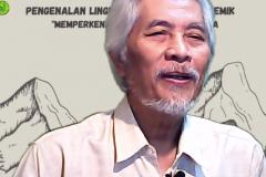 Guru Besar Universitas Nasional Prof. Dr. Endang Sukara menyampaikan materi dalam kegiatan PLBA Fakultas Biologi pada hari Sabtu, 25 September 2021