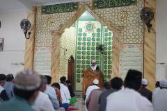 Suasana saat solat setelah solat idul adha di Masjid Sutan Takdir Alisjahbana, Selasa 20 Juli 2021