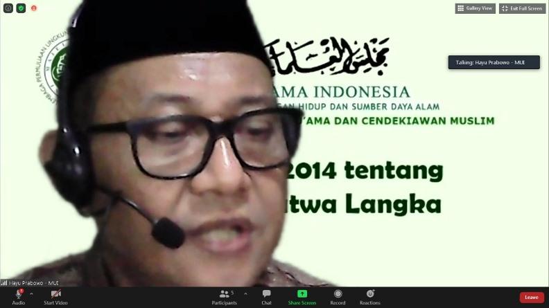 Direktur Lembaga Pemuliaan Lingkungan Hidup Majelis Ulama Indonesia Pusat Dr. Ir. H. Hayu Prabowo saat memaparkan materinya dalam kegiatan Workshop Pendidikan Lingkungan Hidup untuk Kalangan Pesantren pada Rabu, 7 April 2021 di Hotel Premiere Pekanbaru, Riau