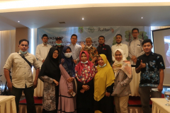 Foto bersama seluruh peserta workshop pada Rabu, 7 April 2021 di Hotel Premiere Pekanbaru, Riau