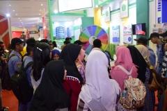 8_Padatnya Stand UNAS dalam Acara Education And Training Expo 2017