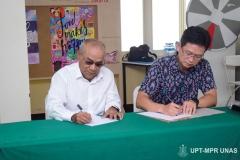 Penandatanganan-MoA-antara-Rektor-Unas-Dr.-El-Amry-Bermawi-Putera-M.A.-kiri-dengan-Direktur-Korean-Cultural-Center-Indonesia-Mr.-Chung-Yougpoun.-kanan-2