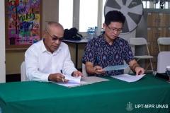 Penandatanganan-MoA-antara-Rektor-Unas-Dr.-El-Amry-Bermawi-Putera-M.A.-kiri-dengan-Direktur-Korean-Cultural-Center-Indonesia-Mr.-Chung-Yougpoun.-kanan