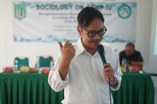 Dosen Prodi Sosiologi-Pembicara (Dr. Andi Achdian,M.Si) 2