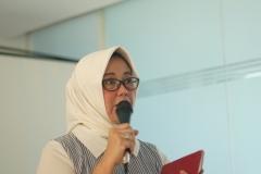 Kaprodi Sosiologi (Dr. Erna Ermawati Chotim, M.Si.) Sedang memberikan arahan kepada mahasiswa (2)