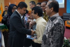 Penyerahan Secara Simbolis Kepada Kerabat Dekat Buku Dari KYIV Menulis Indonesia